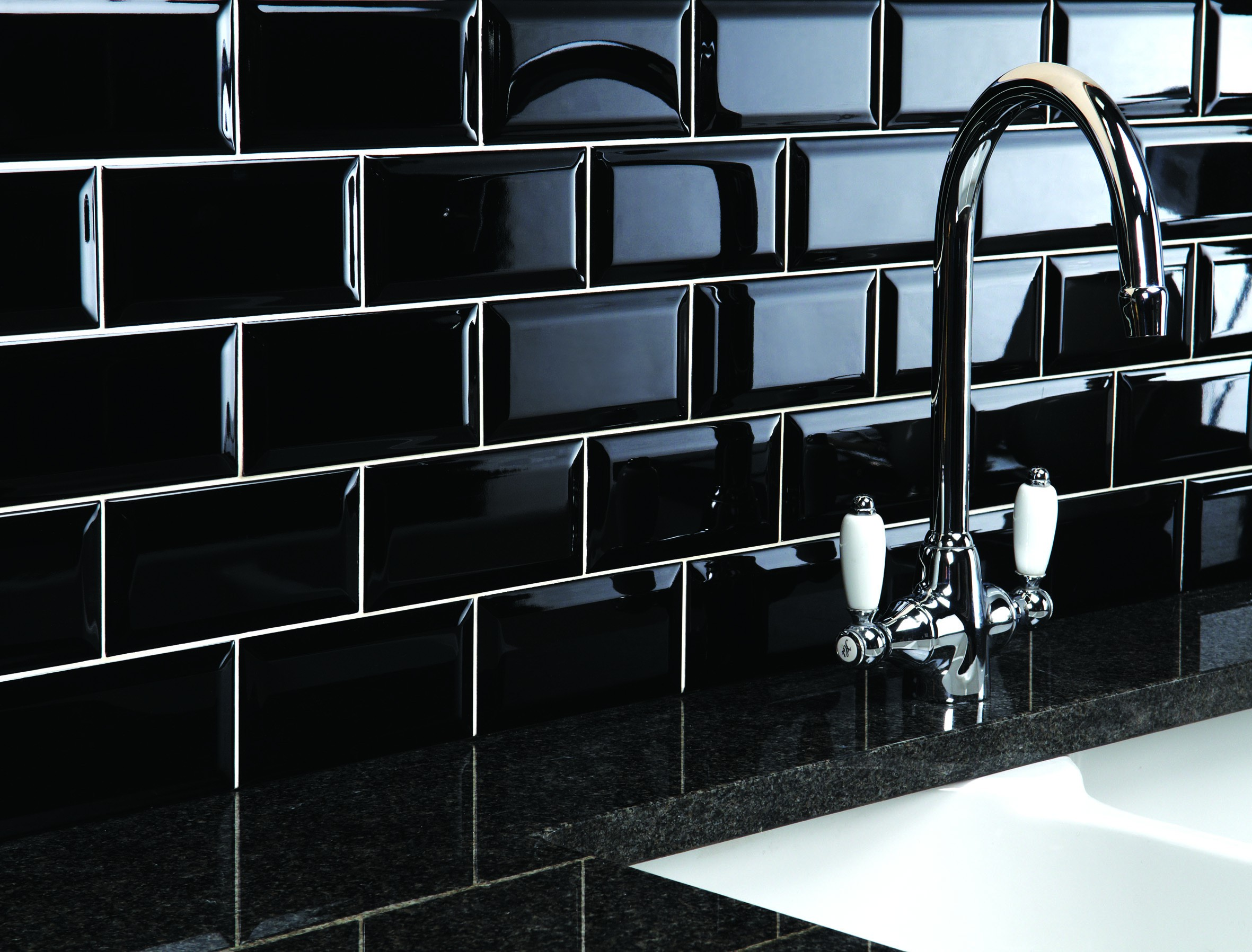 MAXIM BLACK BISELADO GLOSS 7.5X15 - SQM