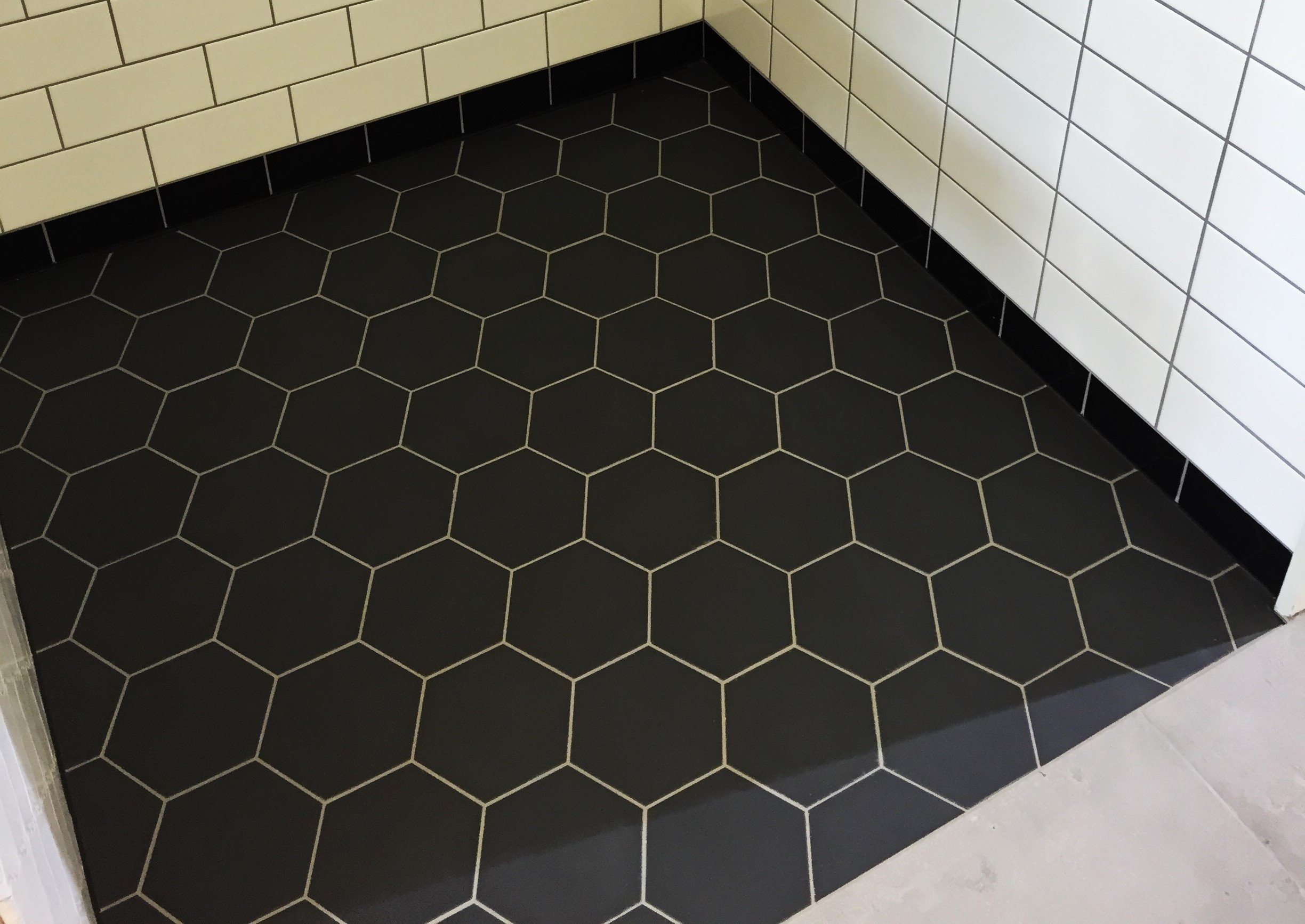 WINC HEXAGON BLACK 15X15 - SQM